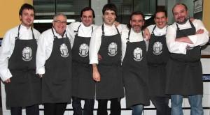 Xabier Eizaguirre, Koldo Salinas, Carlos Sagastizabal, Arkaitz Muguruza, Félix Manso, David Rodríguez e Iñaki Barros; parte del grupo de cocineros de IRUN + GASTRONOMIA, en la IRUNGO ATSEGIÑA
