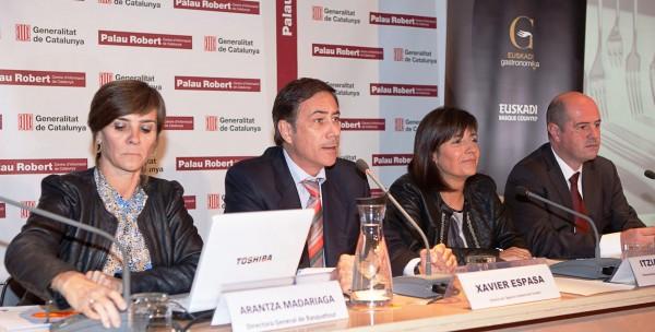 De Izquierda a derecha: Arantza Madariaga, directora de Basquetour, Xabier Espasa, director de l'Àgència Catalana de Turisme, Itziar Epalza, viceconsejera de Comercio y Turismo y Bittor Oroz, viceconsejero de Agricultura, Pesca y Política Alimentariasdel Gobierno Vasco