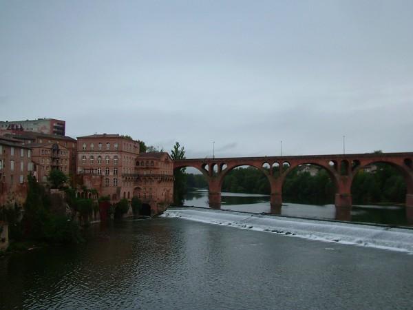 Hotel Mercure-Puente nuevo sobre el río Tarn