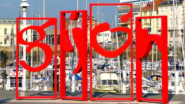 Las 'letronas', frente al Puerto Deportivo Autor: Víctor Suarez