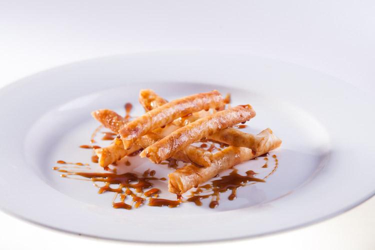 Crujiente de queso y puerro con reducción de Pedro Ximénez