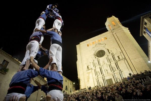 Castellers en la plaza de la Catedral de Girona - Autor: David Borrat -Clickartfoto