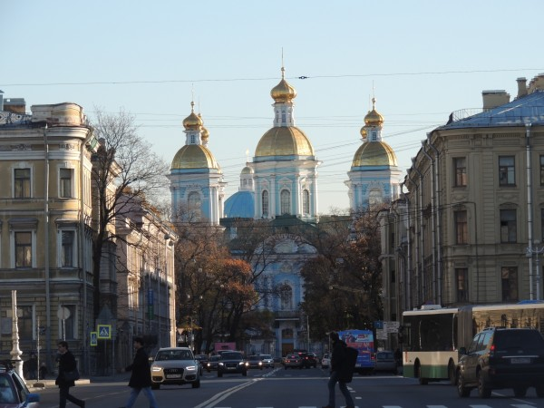 Calles de San Petersburgo y catedral de San Nicolás