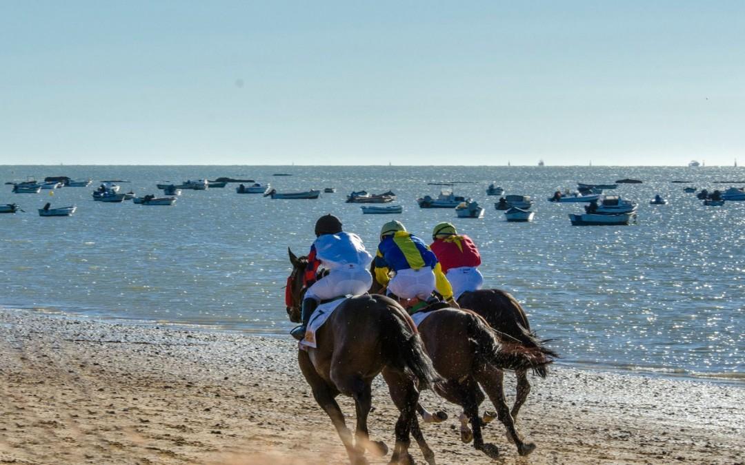 171 veranos galopando en las playas gaditanas de Sanlúcar de Barrameda